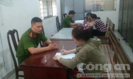 """Công an lấy lời khai 2 """"bảo mẫu"""" hành hạ trẻ em ở Sài Gòn - Ảnh 2"""