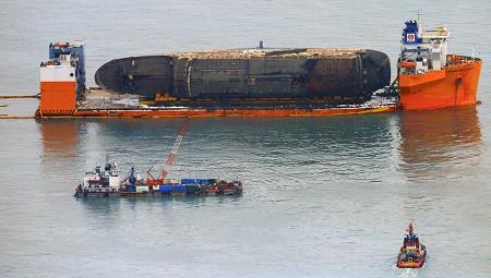 Tìm thấy di hài nghi của nạn nhân vụ chìm phà Sewol thảm khốc - Ảnh 1