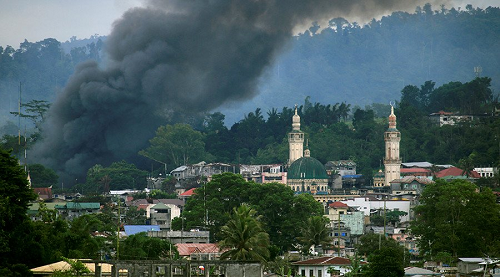 Phiến quân tấn công trường học Philippines, bắt cóc con tin - Ảnh 1