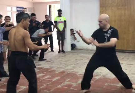 """Võ sư Huỳnh Tuấn Kiệt sẵn sàng """"giao lưu võ thuật"""" với cao thủ Flores - Ảnh 1"""