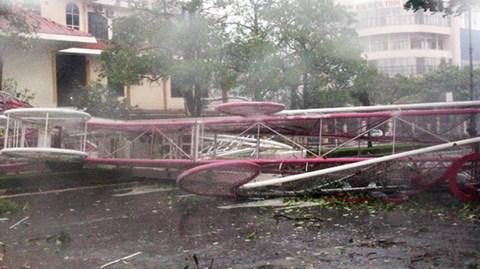 """Chùm ảnh bão số 10 """"tàn phá"""" Hà Tĩnh - Quảng Bình  - Ảnh 3"""