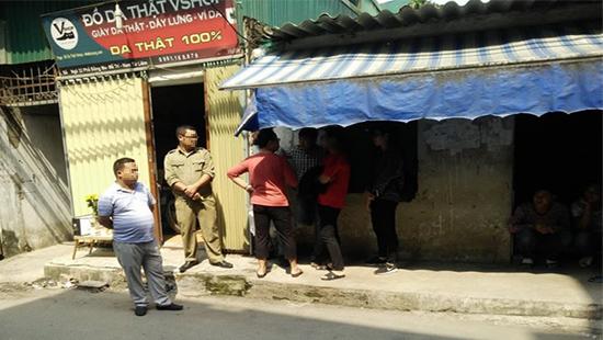 Hà Nội: Nam thanh niên tử vong bí ẩn trong cửa hàng đồ da - Ảnh 1