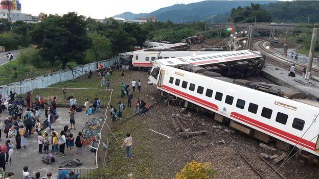 Vụ tàu hỏa trật đường ray ở Đài Loan: 8 người trong một gia đình thiệt mạng - Ảnh 1