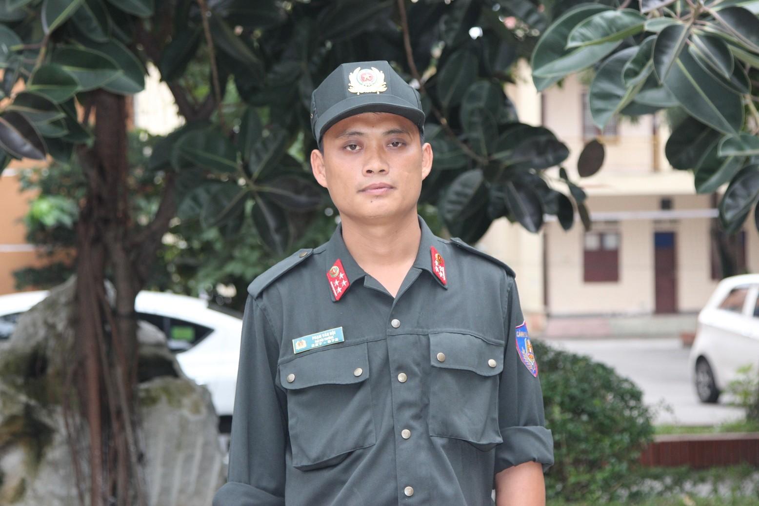 """Đại đội trưởng CSCĐ tiết lộ về cuộc trò chuyện cân não với kẻ ôm lựu đạn """"tử thủ"""" - Ảnh 1"""