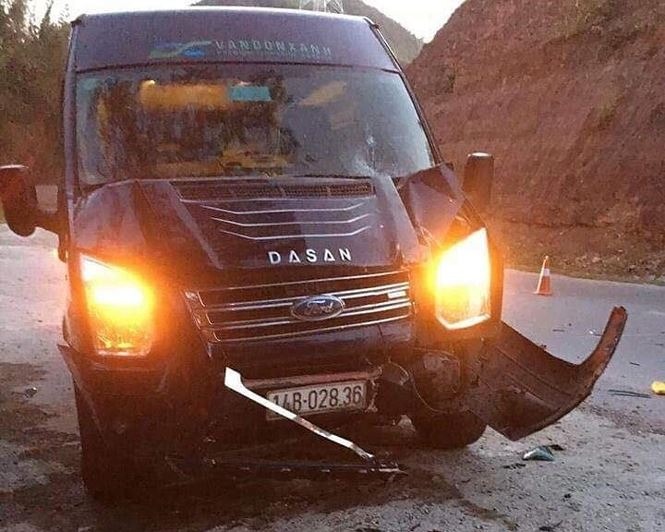 Tin tai nạn giao thông mới nhất ngày 1/11/2018: Xe khách Limousine tông chết 2 cha con lúc sáng sớm - Ảnh 1