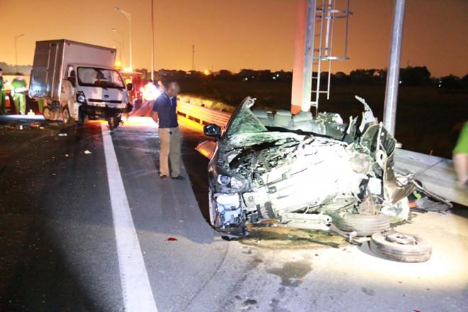 Tin tai nạn giao thông mới nhất ngày 1/11/2018: Xe khách Limousine tông chết 2 cha con lúc sáng sớm - Ảnh 2