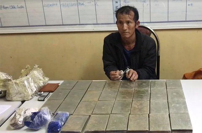 """Người đàn ông vận chuyển 30 bánh heroin bị bắt ở """"thung lũng ma túy"""" - Ảnh 1"""