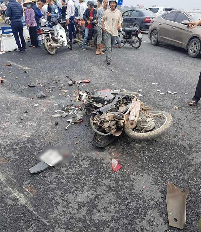 Tai nạn ở Ba Vì, Hà Nội: 2 mẹ con chết thảm dưới thùng hàng container - Ảnh 1