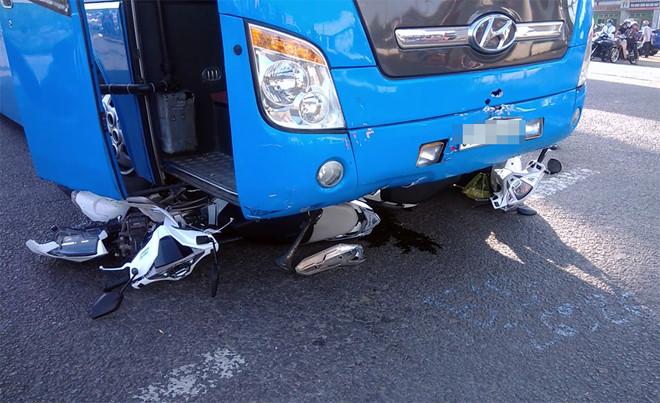 Tin tai nạn giao thông mới nhất ngày 14/11/2018: Xe chở quân nhân đến thao trường gặp nạn, 2 người tử vong - Ảnh 2