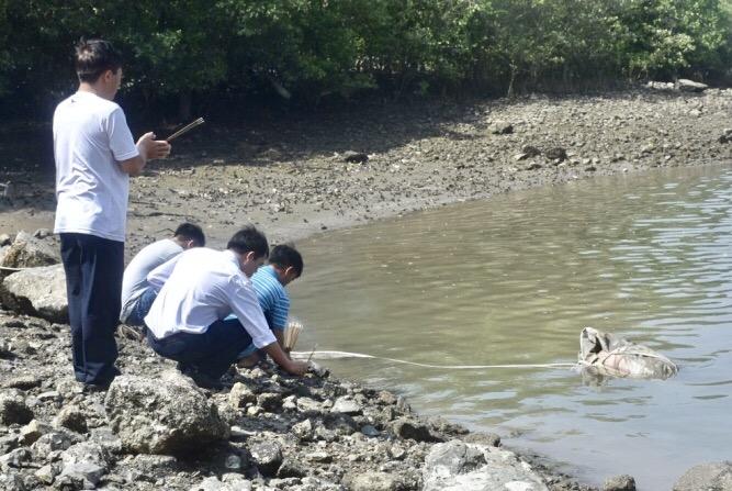 Phát hiện thi thể đang phân hủy trôi trên sông Cỏ May - Ảnh 1