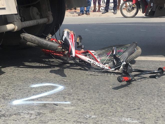 Tin tai nạn giao thông mới nhất ngày 16/11/2018: Ôtô lao vực sâu, chồng chết, vợ con chấn thương nặng - Ảnh 2