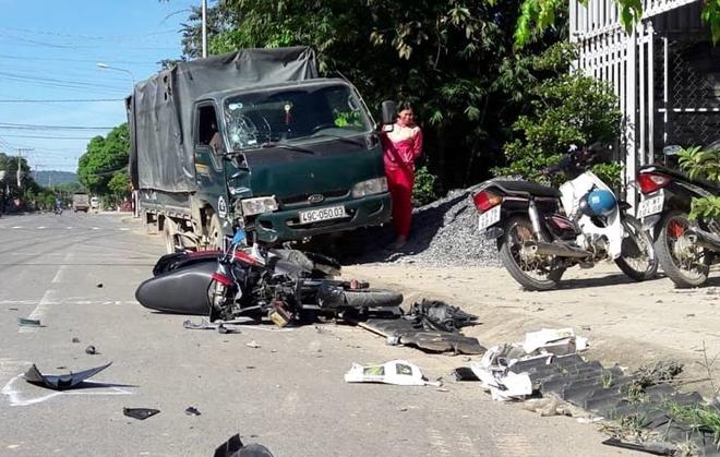 Tin tai nạn giao thông mới nhất ngày 22/11/2018: Tá hỏa thấy thi thể người bên vệ đường cùng xe máy - Ảnh 2