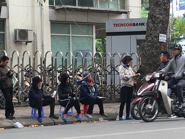 """Trước trận Việt Nam - Campuchia: """"Cò"""" đẩy giá gấp 4 lần, người hâm mộ méo mặt chi tiền - Ảnh 1"""