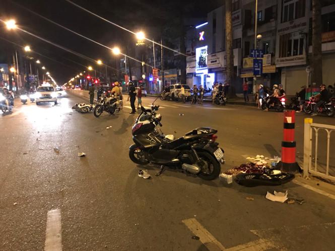 Tin tai nạn giao thông mới nhất ngày 4/11/2018: Thầy dạy tiếng Anh người Nam Phi tử vong dưới gầm xe container - Ảnh 2