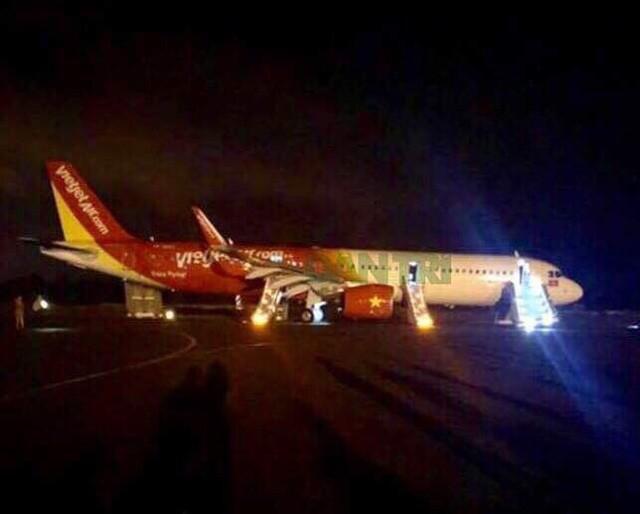 """Máy bay Vietjet gặp sự cố: """"Hành khách hoảng loạn, dẫm đạp lên nhau chạy đến cửa thoát hiểm"""" - Ảnh 1"""