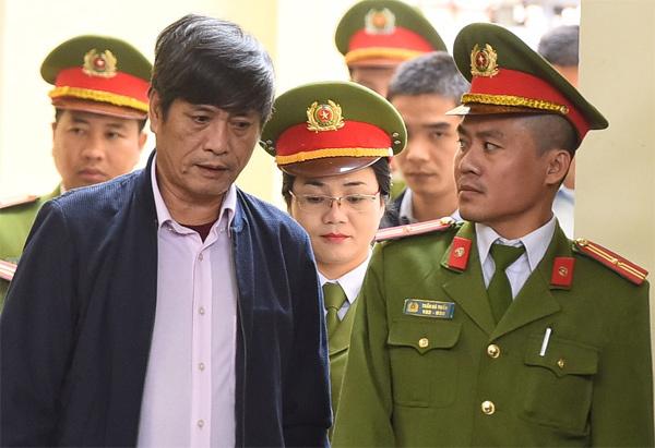 Ông Phan Văn Vĩnh lĩnh 9 năm tù, Nguyễn Thanh Hóa 10 năm tù - Ảnh 2