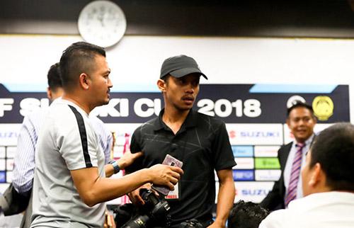 Phóng viên Malaysia và Việt Nam gây gổ trong buổi họp báo trước trận chung kết AFF cup - Ảnh 1