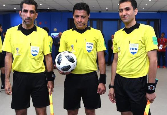 Trọng tài bắt 4 trận World Cup 2018 sẽ cầm còi trận chung kết Việt Nam - Malaysia - Ảnh 1