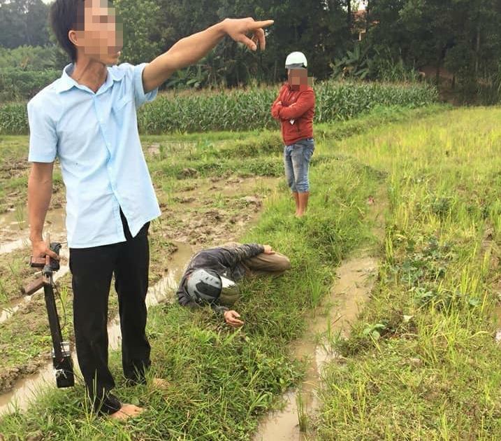 Hà Nội: 2 nghi can trộm chó bị người dân đánh gục giữa ruộng - Ảnh 1