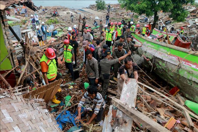 Thảm họa sóng thần ở Indonesia: Nguyên nhân do mảng núi lửa đổ sụp - Ảnh 1