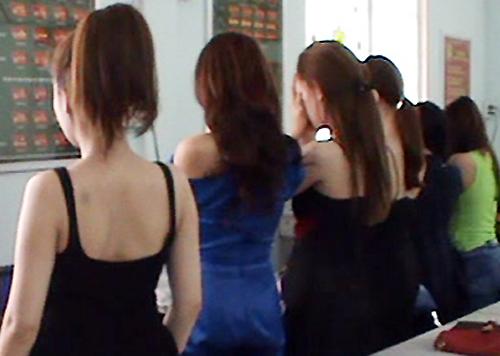 Á khôi môi giới bán dâm nghìn USD ở Sài Gòn lĩnh án - Ảnh 1