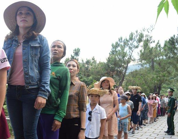 20 ngàn lượt người viếng mộ Đại tướng Võ Nguyên Giáp ngày 30/4 - Ảnh 1