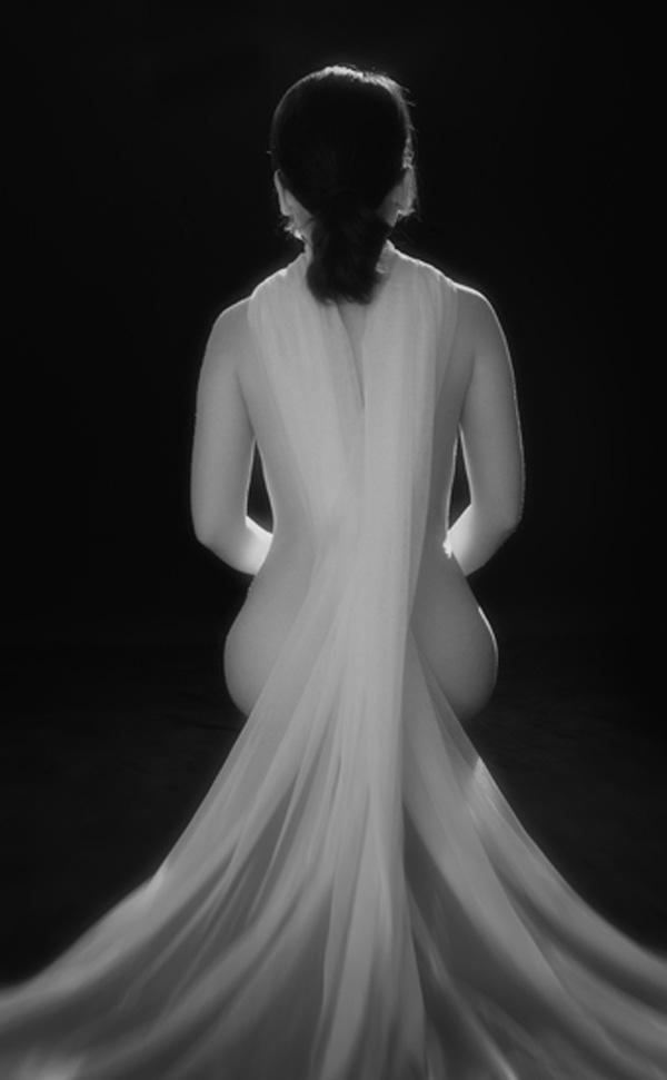 Ngắm những tác phẩm trong triển lãm ảnh nude nghệ thuật đầu tiên tại Hà Nội - Ảnh 3