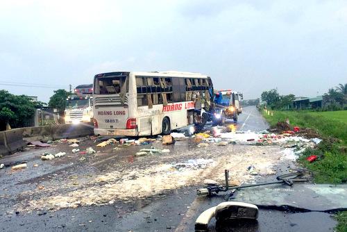 Vụ lật xe khách 9 người thương vong: Lời kể hãi hùng của nạn nhân - Ảnh 1