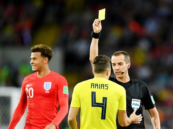Hơn 250.000 người ký đơn yêu cầu FIFA tổ chức lại trận Anh - Colombia - Ảnh 1