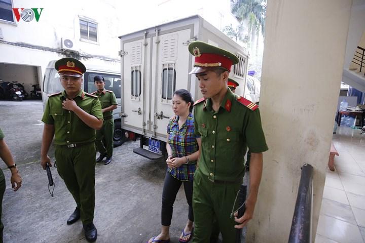 Truyền hình trực tuyến 63 tỉnh thành phiên xử vợ giết chồng, phân xác phi tang ở bãi rác - Ảnh 2
