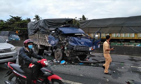 Tin tai nạn giao thông mới nhất ngày 5/8/2018: Xe máy tông xe cẩu, nam thanh niên tử vong - Ảnh 3