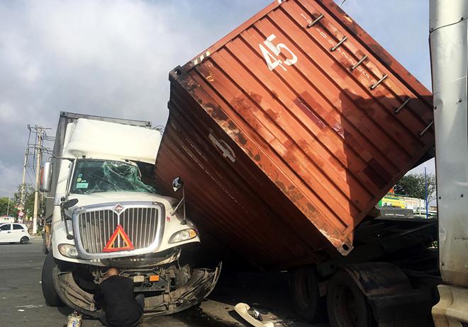 Tin tai nạn giao thông mới nhất ngày 6/8/2018: Thi thể 2 nam thanh niên cùng xe máy dưới kênh - Ảnh 3