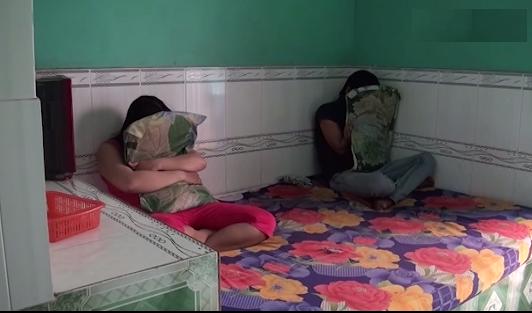 Bắt quả tang 4 đôi nam nữ đang mua bán dâm trong nhà trọ vùng quê - Ảnh 1