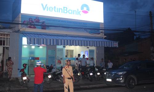 Vụ cướp ngân hàng ở Tiền Giang: Nghi can lên mạng mua xe máy giá rẻ để đi gây án - Ảnh 1