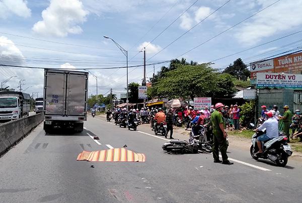 Tin tai nạn giao thông mới nhất ngày 19/9/2018: Va chạm với xe ben, ông cụ 74 tuổi bán vé số tử vong - Ảnh 3