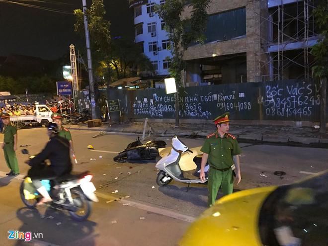 Tin tai nạn giao thông mới nhất ngày 28/9/2018: Ô tô 7 chỗ chở sĩ quan lao xuống vực ở Đèo Giàng - Ảnh 3