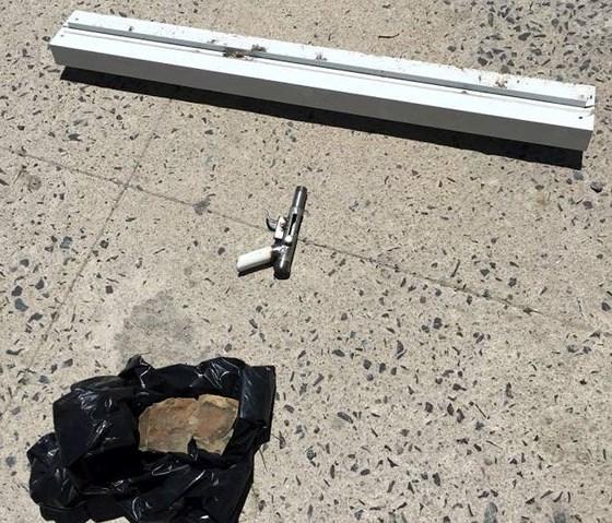 Điều tra vụ 2 thanh niên bịt mặt, nổ súng cướp ngân hàng ở Khánh Hòa - Ảnh 1