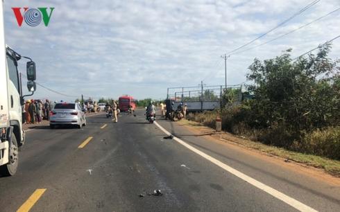 Tin tai nạn giao thông mới nhất ngày 12/1/2019: Thi thể người phụ nữ trong ô tô nằm sâu dưới bụi rậm - Ảnh 2