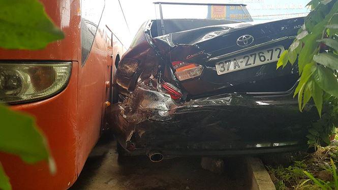 Tin tai nạn giao thông mới nhất ngày 17/1/2019: 2 con nhỏ khóc thảm thiết bên thi thể cha mẹ bị tai nạn - Ảnh 2