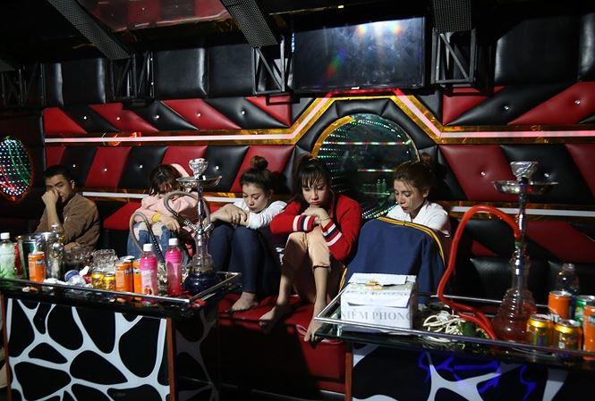 """4 cô gái và 1 thanh niên tổ chức """"tiệc"""" ma túy trong phòng VIP quán karaoke Ga Lăng - Ảnh 1"""