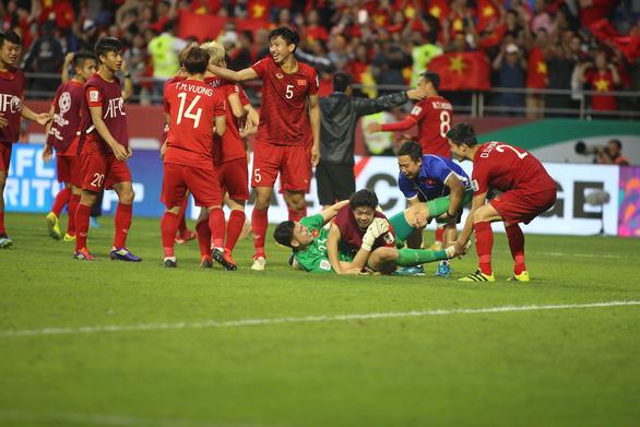 """CĐV châu Á: """"Cứ đá thế này, chưa biết chừng Việt Nam có thể vô địch Asian Cup"""" - Ảnh 1"""