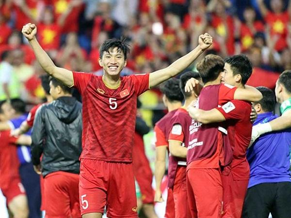 Asian Cup 2019: Đoàn Văn Hậu bất ngờ lọt top 10 nhân tố nổi bật vòng 1/8 - Ảnh 1