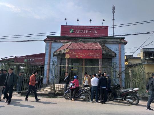 Thái Bình: Thanh niên mang dao quắm xông vào ngân hàng cướp 200 triệu đồng - Ảnh 1
