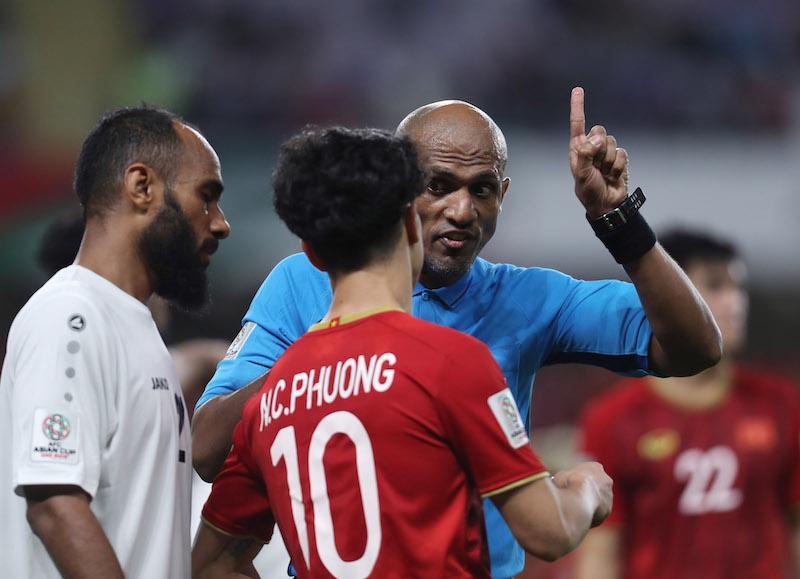 """3 cầu thủ Việt Nam có nguy cơ treo giò nếu nhận thêm thẻ phạt trong """"đại chiến"""" với Nhật Bản - Ảnh 1"""