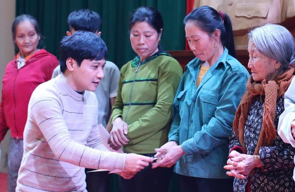Báo ĐS&PL tặng gần 50 suất quà Tết cho người dân nghèo Hà Tĩnh - Ảnh 1