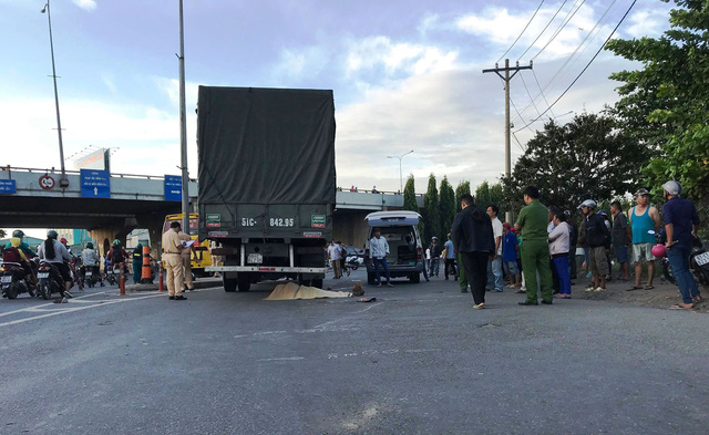 Tin tai nạn giao thông mới nhất ngày 5/1/2019: Trên đường đi khám thai, nữ công nhân bị xe tải cán tử vong - Ảnh 1