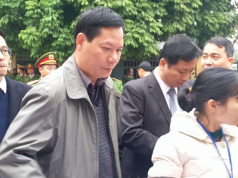 Bác sĩ Hoàng Công Lương vắng mặt, VKS đề nghị hoãn phiên xử vụ chạy thận làm chết 9 người - Ảnh 2