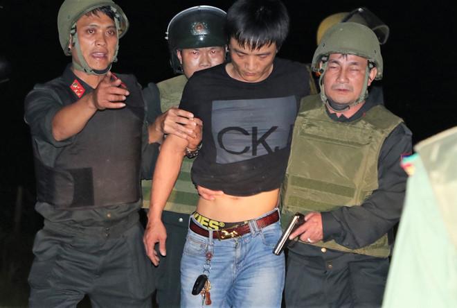 Vụ nhóm buôn ma túy ôm súng, lựu đạn cố thủ trong ôtô: Bắt thêm 3 nghi phạm - Ảnh 2
