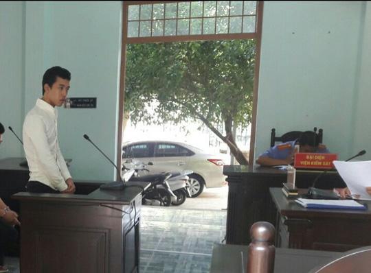 Giật nhầm túi xách của vợ cảnh sát cơ động, tên cướp lĩnh 4 năm tù - Ảnh 1