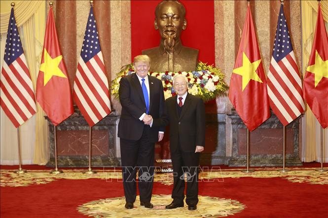 Trên chuyên cơ bay về Mỹ, Tổng thống Donald Trump gửi lời cảm ơn người dân Việt Nam - Ảnh 1